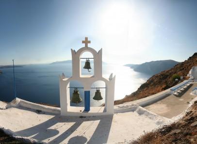 Santorini – în zodia vacanţelor şi a vinului