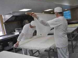 40 de foi subțiri, una peste cealaltă, pentru cea mai gustoasă baklava din lume