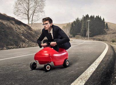 Vrei să pleci în vacanță cu mașina ta, dar nu ai carnet? Din toamnă, condițiile de obținere a permisului se vor înăspri!