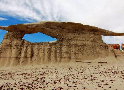 Superlativele mapamondului. Grădina de roci cu forme stranii de la Bisti Badlands (VIDEO)