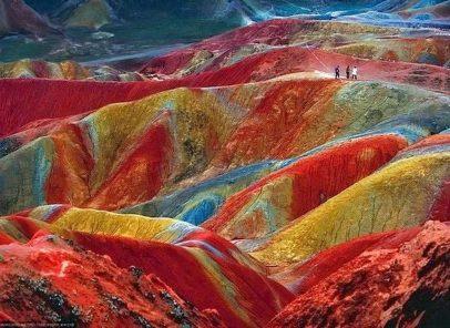 Superlativele mapamondului. Munții curcubeu – natura, transformată în artă de Dumnezeu (VIDEO)