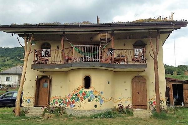 Căsuța de basm a fraților Axinte din Bistrița-Năsăud