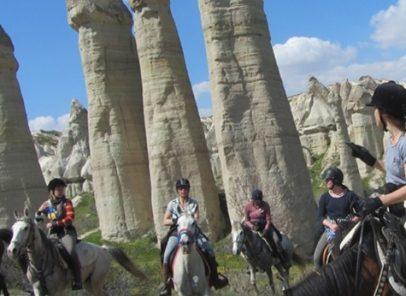 Turism de aventură: Top 10 cele mai bune destinații europene (1) Călărie în Cappadocia