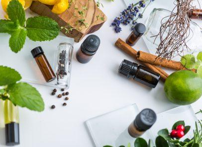 5 uleiuri esențiale – arme contra țânțarilor, în timpul vacanței